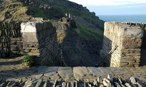 Ruinas del castillo de Tintagel (Google Earth)